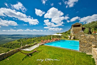 Stunning private pool with view in Villa Sancta Maria