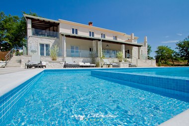 Try to resist this inviting pool in Villa in Porec