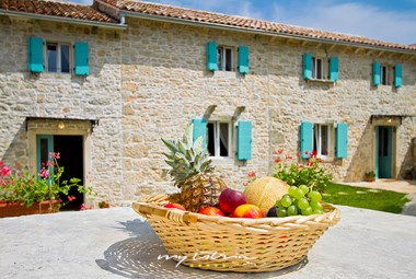 Stone villa with pool in Pula