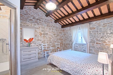 The rooms are decorated in a simple and romantic way