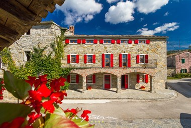 The fourth and largest stone house in Villa Denis with beautiful red shutters