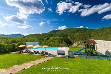 Breathtaking view of the natural surroundings in our holiday villa in Buzet