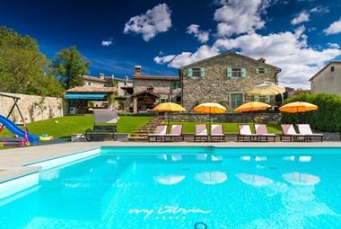 Tastefully restored property with 4 stone villas with private pool in Central Istria