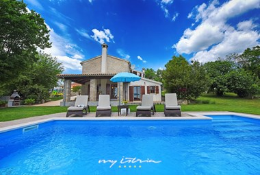 Villa with inviting pool in Istria