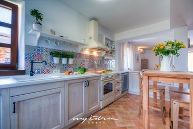 Rustic fully equipped kitchen in Villa Oxalis