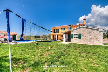 Badminton, table tennis and table football are at your disposal in the villa