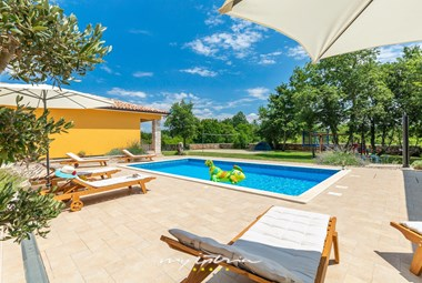 Soak up the warm Istrian sun by the pool of Villa Anabel