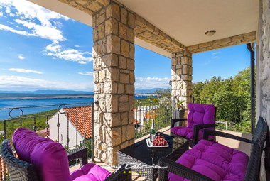 Lounge area on the balcony of Villa View