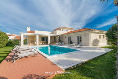 Lovely seaside villa with private pool near Pula