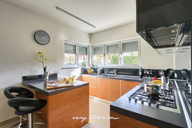 fully equipped kitchen in Villa Volme