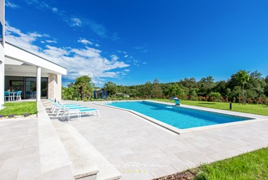 Villa with pool and greenery in central Istria