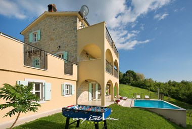 Villa in Motovun is surrounded by beautiful countryside