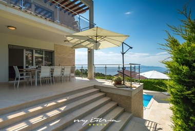 Outdoor dining area with sea view - Villa Edelweiss in Opatija