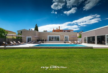 Smart contemporary villa Matulini with pool near Rovinj