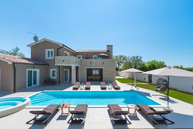 The villa can accommodate up to 9 persons