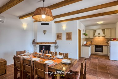Villa´s dining area connected to the fully equipped kitchen