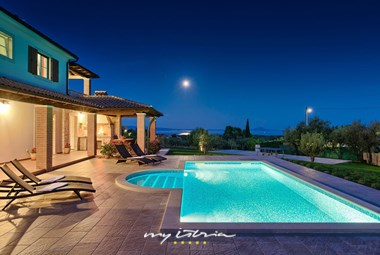 Enjoyable pool area in Villa Loverka in Istria