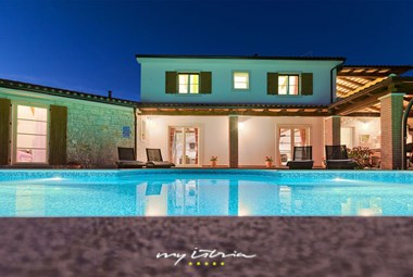 Villa´s beautiful pool by night