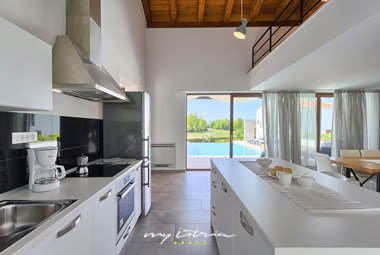 Fully equipped kitchen with access to villa´s pool area