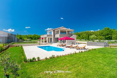 Enjoy the beautiful pool of our villa in Istria