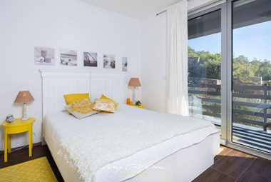 Cosy bedroom with double bed with beautiful view on villa´s surrounding