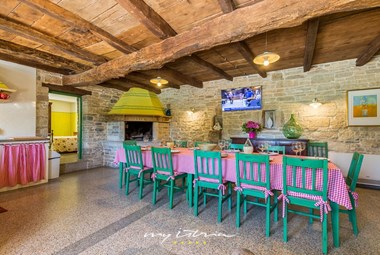 Indoor dining area with kitchen and BBQ in Villa Principi