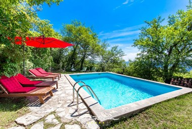 Relax by the pool in villa in Kvarner