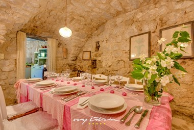Romantic atmosphere in the villa´s dining area