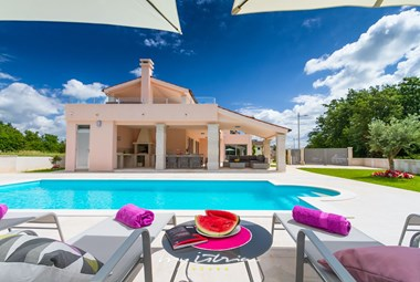 Beautiful luxury villa with pool in Istria