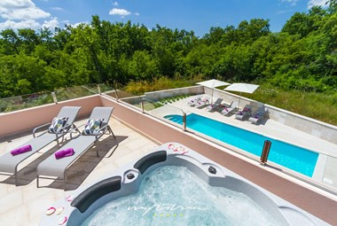 Relaxing terrace with outdoor jacuzzi in Villa Liv