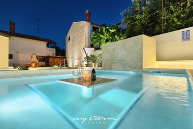 Beautiful and inviting private pool in front of the villa
