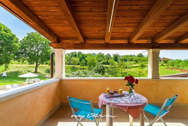 Enjoy warm summer evenings in the outdoor area by the pool - Villa Viscum