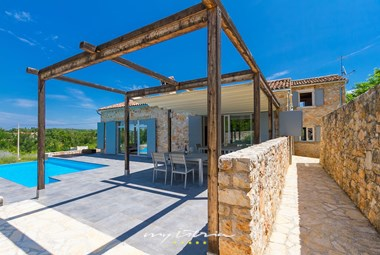 Idyllic stone villa Paljari with private pool and outdoor dining area in Vizinada