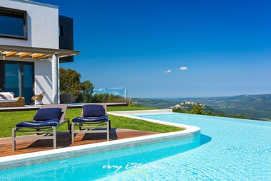 Spectacular view from the private pool of villa Vista