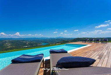 Spectacular view of the surroundings from the pool of villa Vista