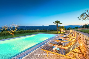 Villa´s private pool with stunning view of the surrounding nature