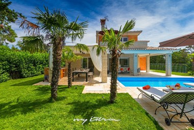 Villa´s large tended garden ensures complete privacy