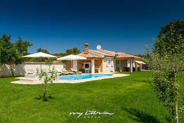 Beautiful villa with private pool near Pula