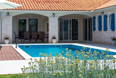 Enjoy the sun on your private pool in Villa Nada