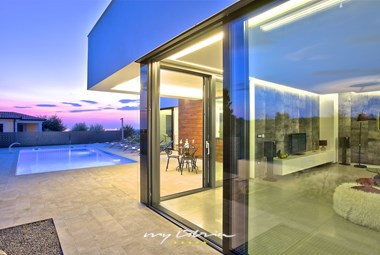 Beautiful modern villa with private pool near Porec