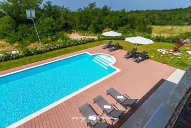 Enjoy on the sun loungers next to the large private pool in Villa Dubravka