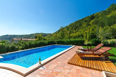 Sun loungers and drinks by the private pool in unspoiled nature around villa Penisola