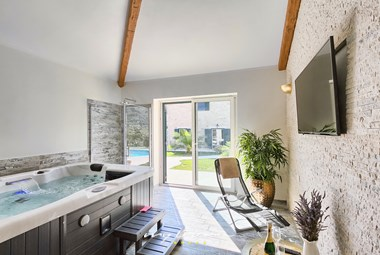 Indoor Jacuzzi with TV and balcony doors in Villa Stonegate