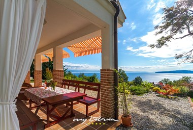 Covered outdoor eating area with stunning view over the Kvarner bay in Villa Harmonia