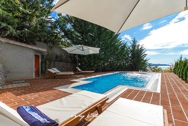 Private pool with view of the Kvarner bay in villa in Opatija