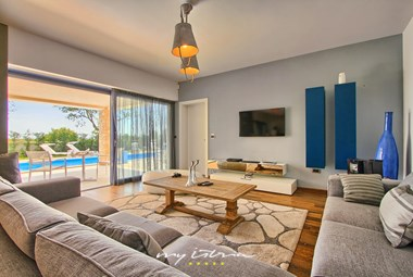 Spacious living area with access to villa´s pool area