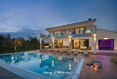 Luxurious villa with pool near Porec