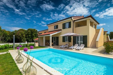 New Villa Lola with private pool and completely enclosed garden in Pula