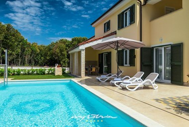 Villa Lola has a private pool and outdoor kitchen