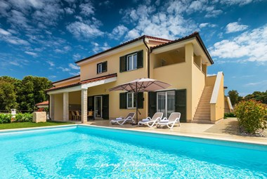 Beautiful new Villa Lola with private pool in Pula